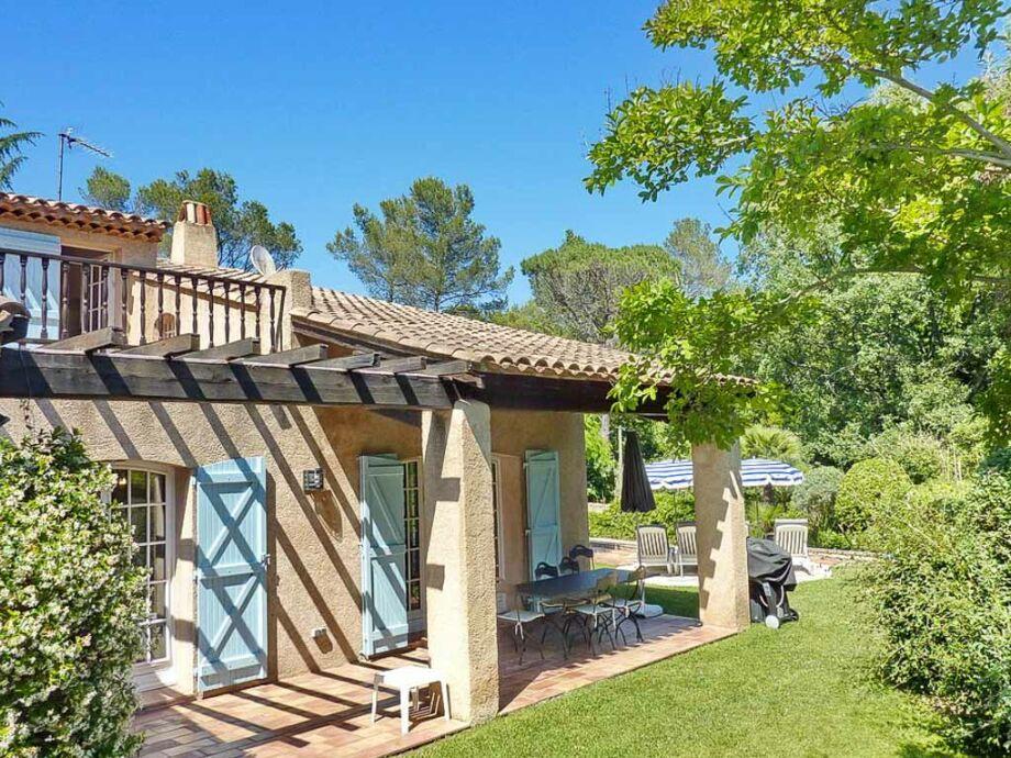 Villa mit Pool beim Golfplatz von Valescure