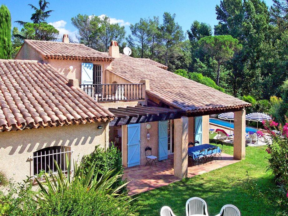 Außenaufnahme Ferienhaus mit Pool in Golfplatznähe in Saint-Raphael