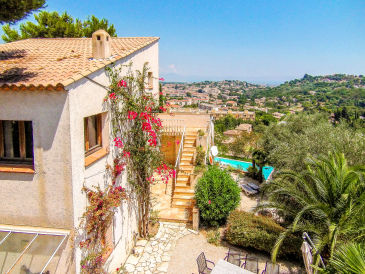 Holiday house with pool and sea view in Vallauris