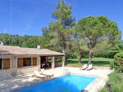 with pool near Menerbes