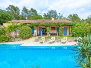 Ferienhaus mit Pool im Hinterland der Küste