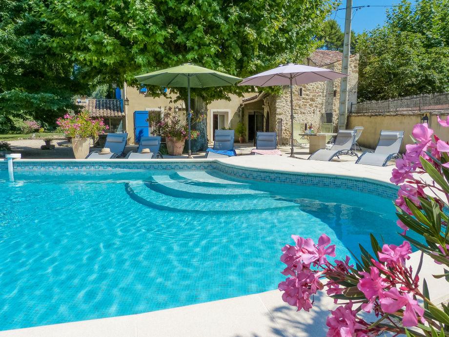 Außenaufnahme Provenzalisches Mas für 10 mit Pool in Loriol-du-Comtat