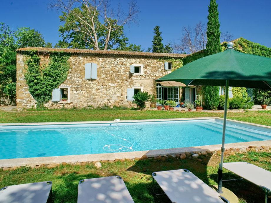 Ferienhaus mit Pool und großem Grundstück
