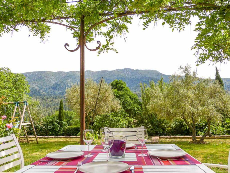 Blick von der Terrasse vor dem Ferienhaus bei Aix