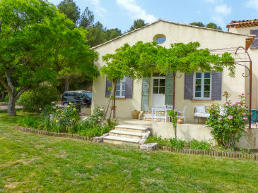 Holiday house with pool and views of Mount Sainte-Victoire