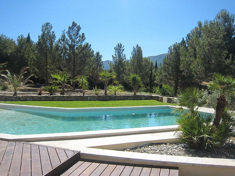 Pool mit Blick am Ferienhaus in Vauvenargues