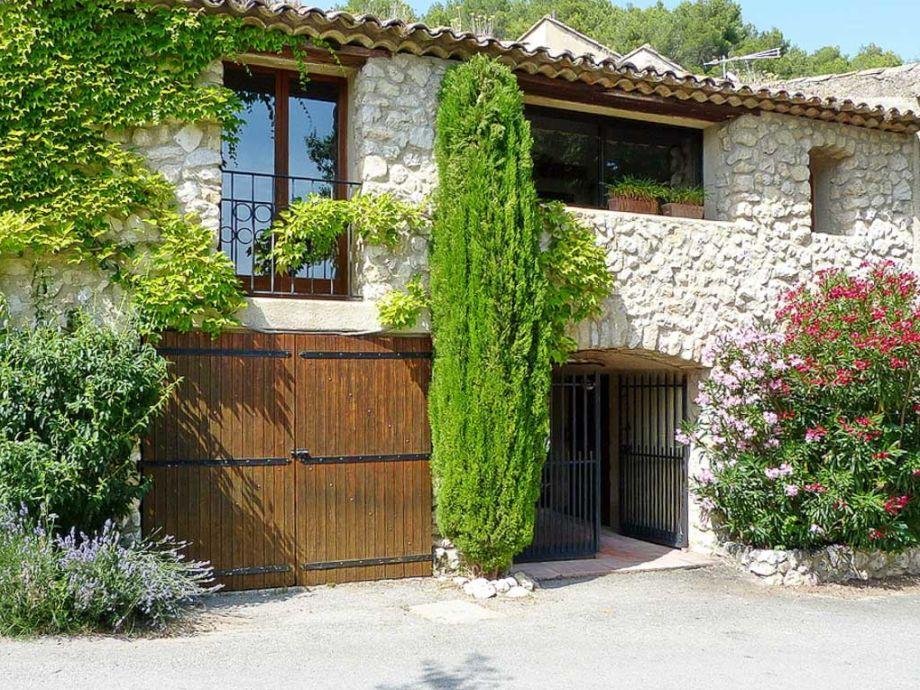 Ferienhaus mit Innenhof in der Provence bei Mérindol