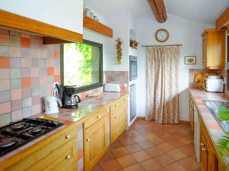 Provencal Kitchen In The Holiday House In Mérindol