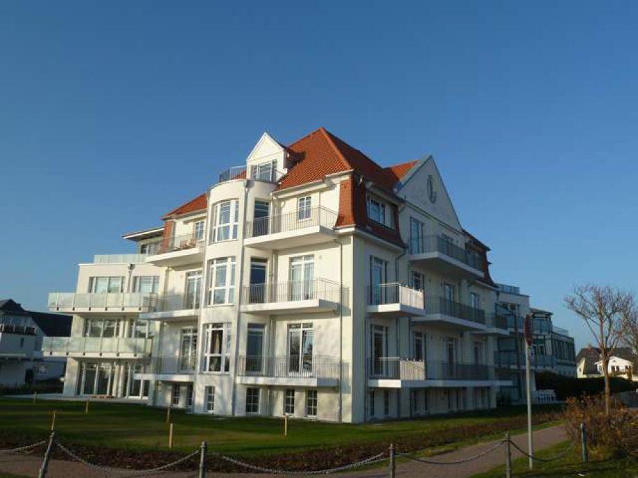 """Das Haus  """"Schloss am Meer"""" steht direkt am Wyker [...]"""