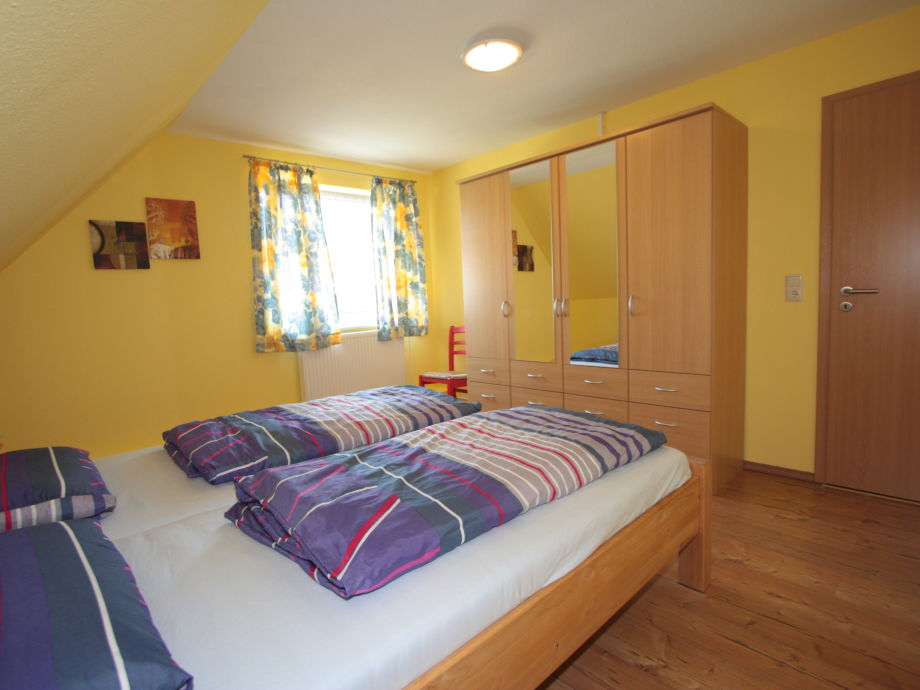 Ein gemütliches Schlafzimmer mit schönen ausblick