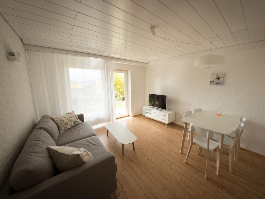 Wohn/Esszimmer mit ausziehbarem Sofa