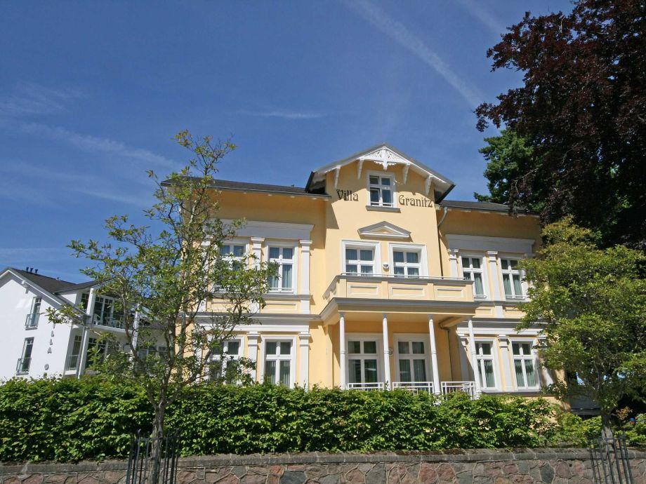 Außenaufnahme Dornbusch in der Villa Granitz