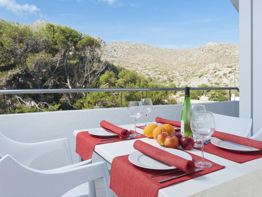 Genießen Sie Ihre Mahlzeit bei bester Aussicht auf dem Balkon