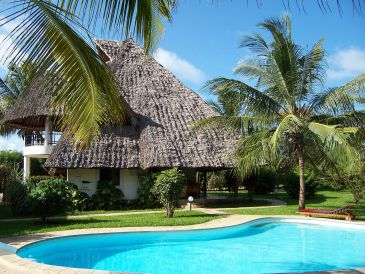 Villa KUSINI mit Pool und Personal
