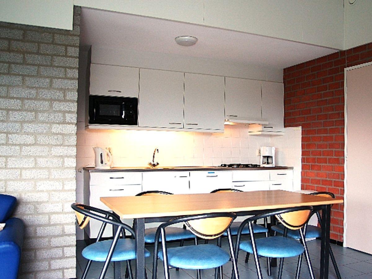 Moderne Küche Mit Essecke : ... aus Die moderne Küchenzeile mit ...