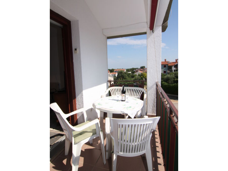 Balkonsitzgruppe der Ferienwohnung C in Porec