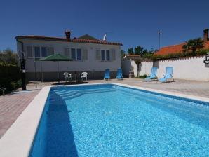 Ferienhaus Swimmingpool-Villa Veli Vrh