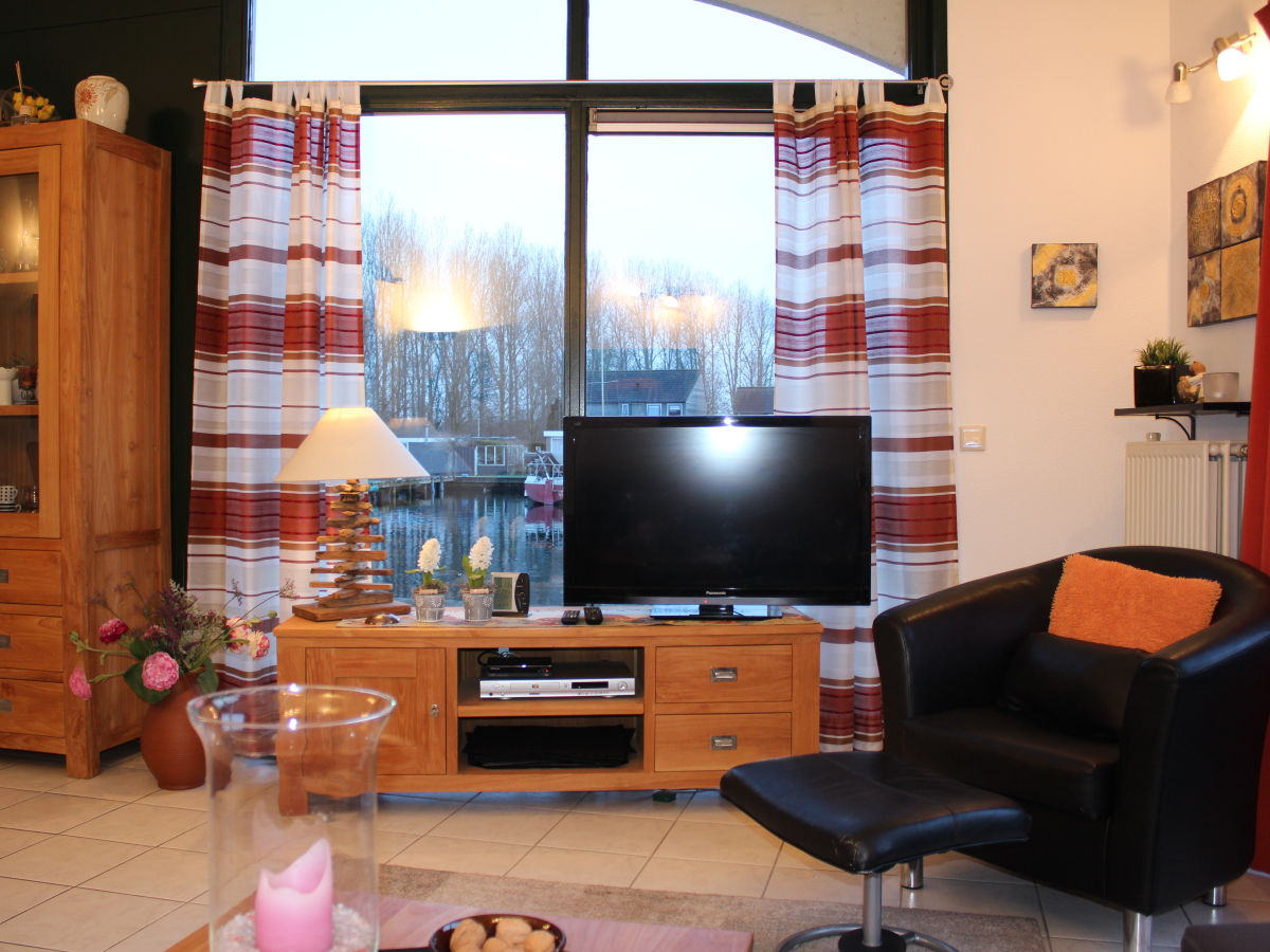 ferienhaus mit sportboot eigenem steg s dlage ijsselmeer friesische seenplatte lemmer. Black Bedroom Furniture Sets. Home Design Ideas