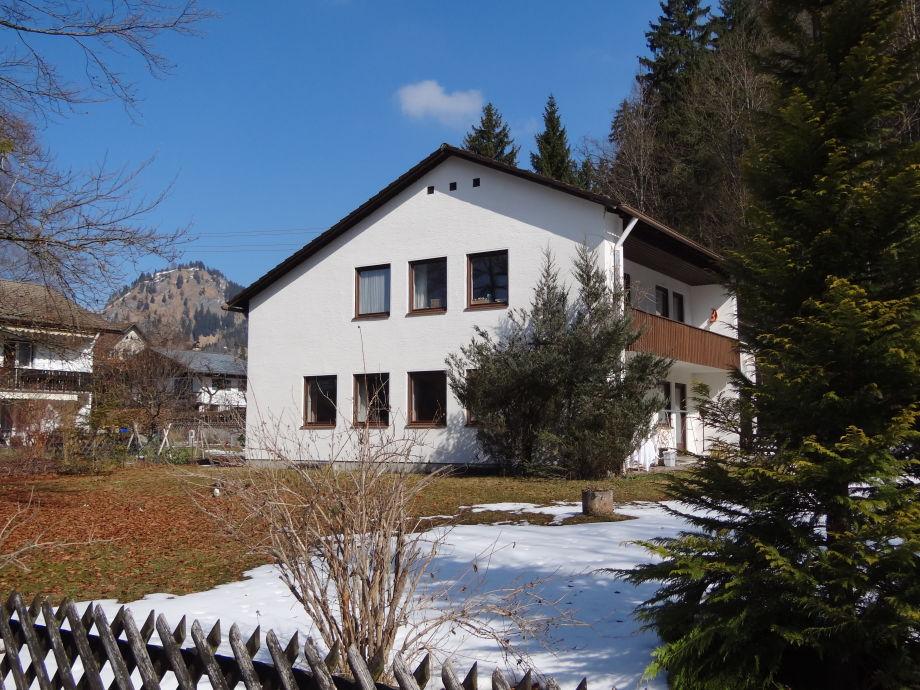 Landhaus Helga in der Märzsonne
