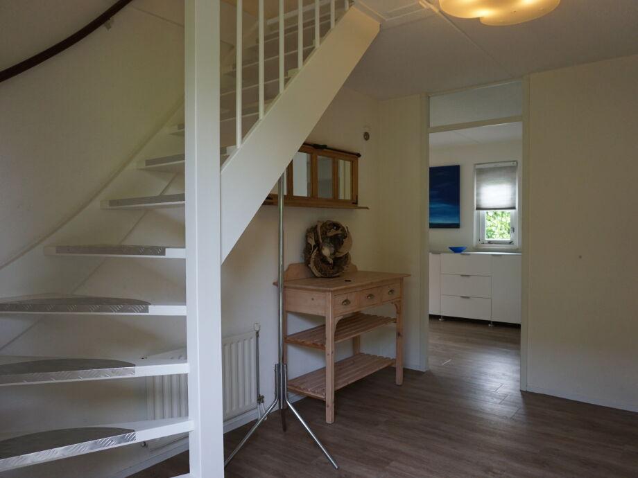 Flur Treppe ~ Alles Über Wohndesign Und Möbelideen