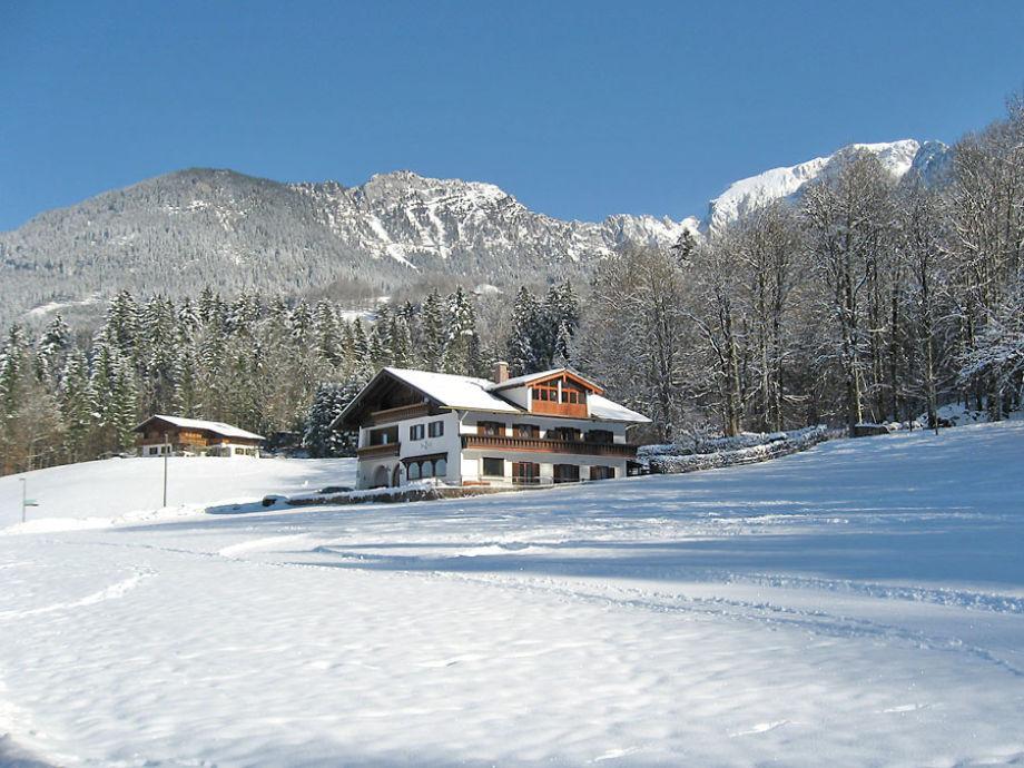 Das Haus im Winter, direkt an der Loipe