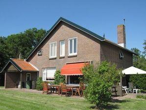 Romantisches Ferienhaus am Waldrand (ORO27)