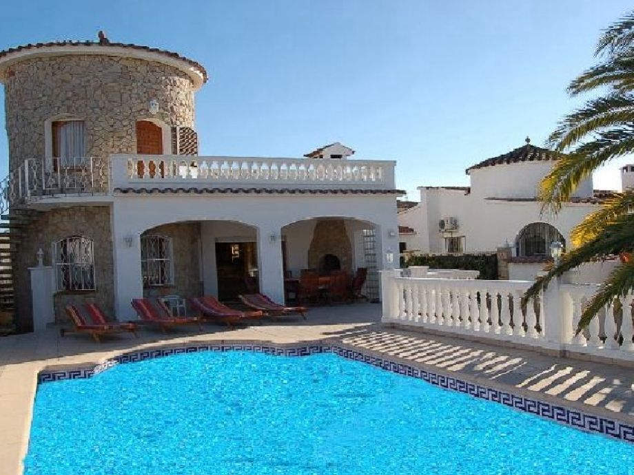 Villa Francoli mit Pool, Bootsliegeplatz, Klima