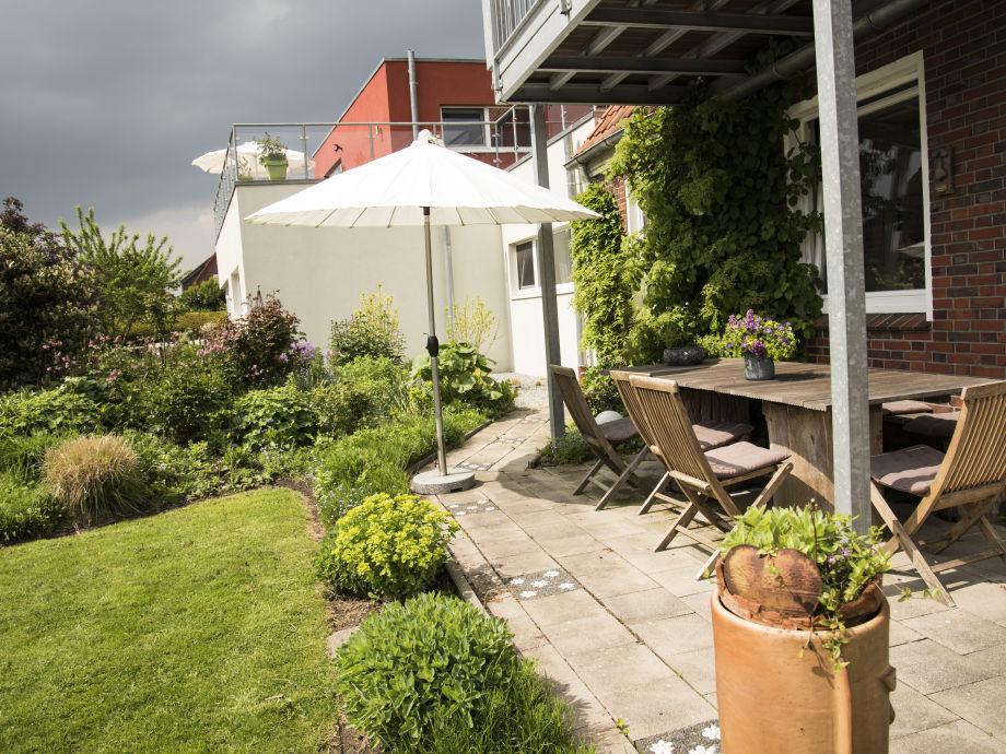Villa wattenmeer ferienwohnung luft und wasser for Angelegter garten