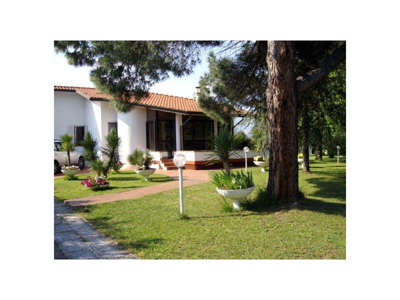 Villa with privat Pool & nice Garden near the Beach