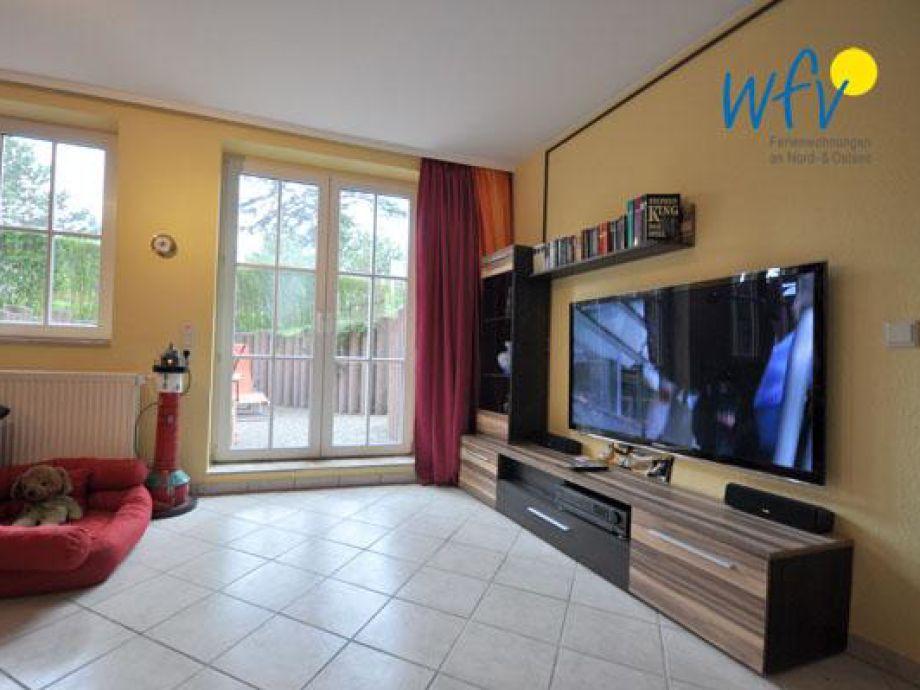 """Wohnzimmer mit 50"""" Fernseher"""