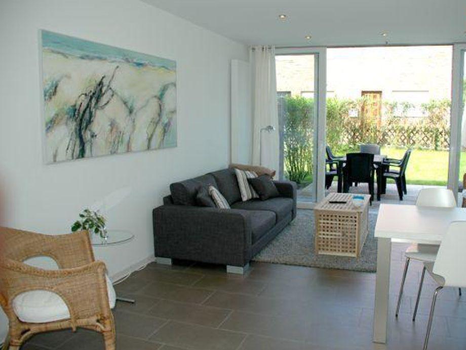 Helles, sehr modernes Wohnzimmer
