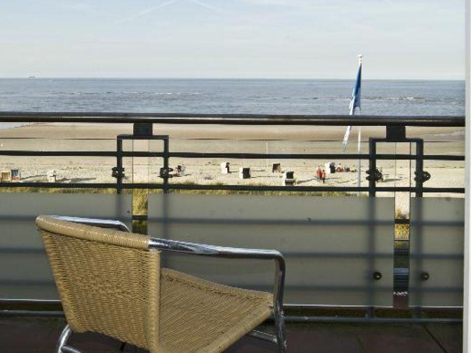 Blick auf das Meer vom Balkon