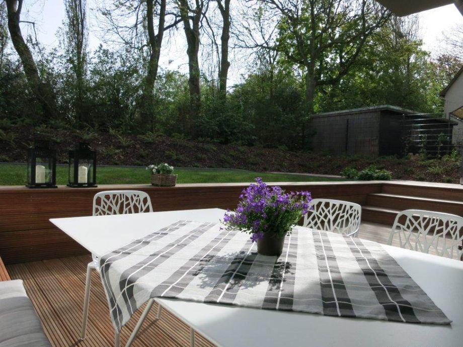 Wunderschöner Garten lädt zum Frühstück draußen ein