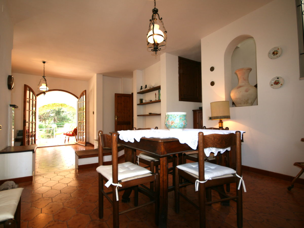 How much is the villa in Torre delle Stelle buy