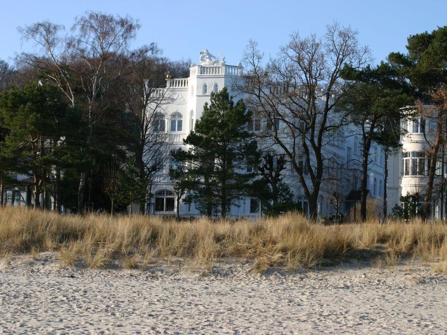 Blick vom Strand zur Villa Sirene
