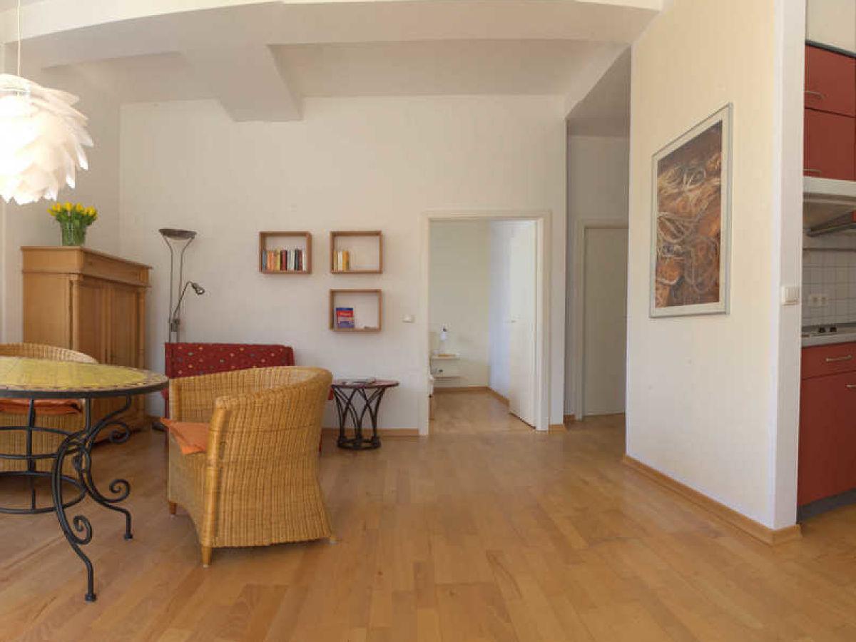 apartment seeschwalbe in der villa sirene binz insel r gen binz direkt am meer ruhig. Black Bedroom Furniture Sets. Home Design Ideas