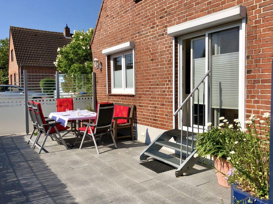 Sonnige Terrasse mit eigenem Garten (eingezäunt)