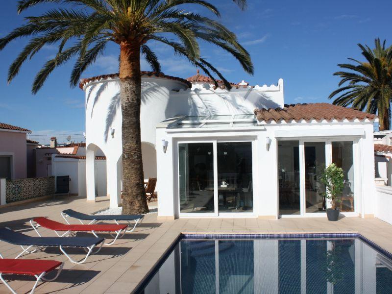 Ferienhaus Villa Luxor mit Pool, Klima, am Kanal
