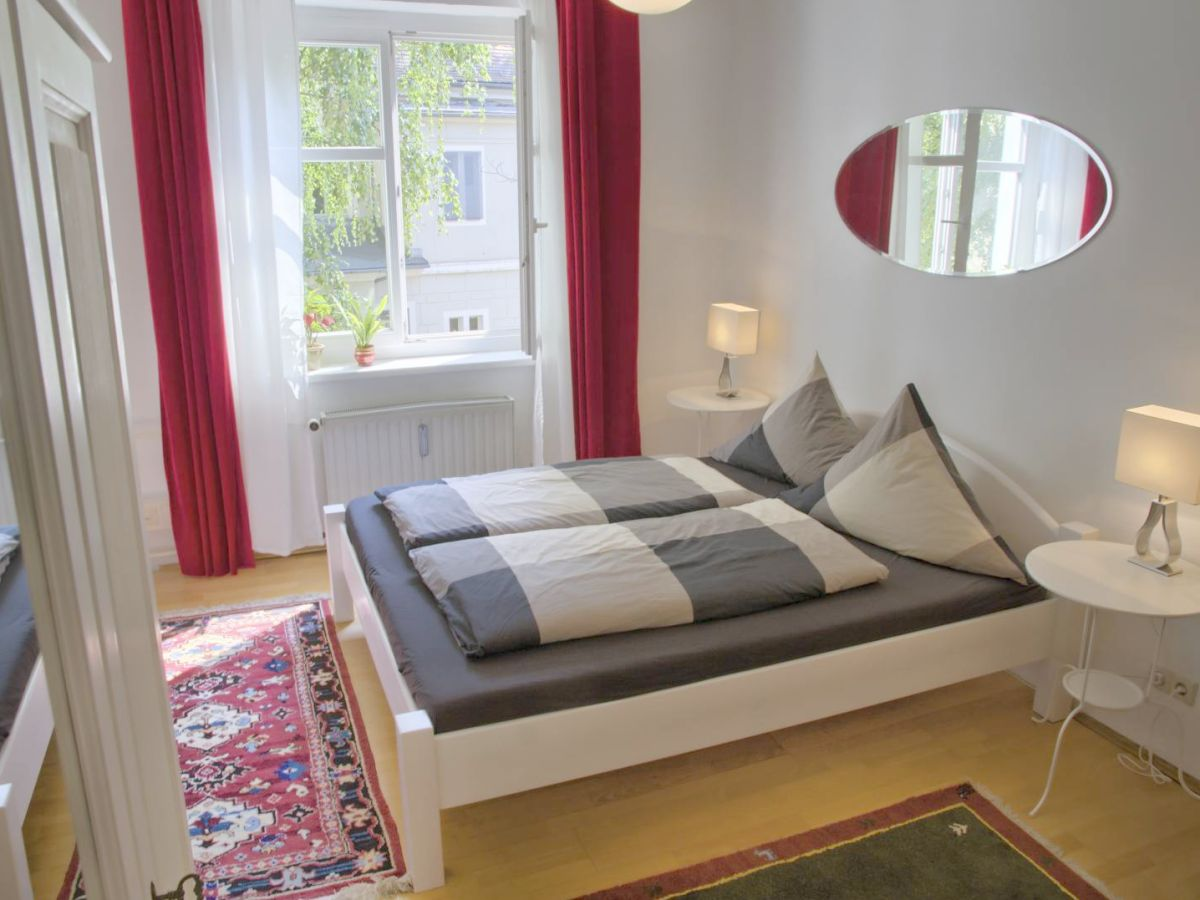 ferienwohnung magdalena dresden firma gute nacht in dresden daniela barsch frau agnes barton. Black Bedroom Furniture Sets. Home Design Ideas