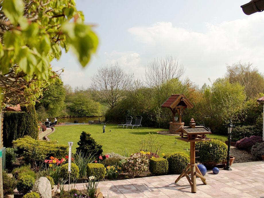 Terrasse und schöner Garten