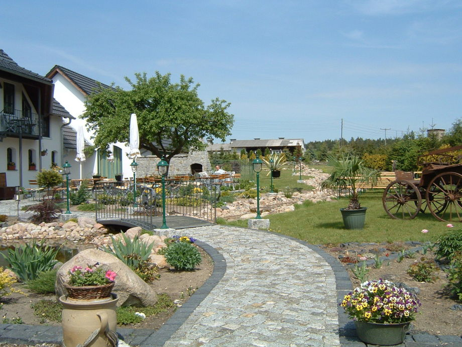 Eingang und Gartenansicht