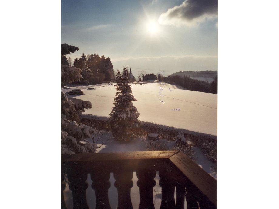 Ausblick vom Balkon mit Schneelandschaft