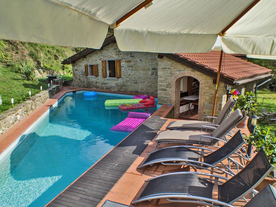 Poolbereich im hinteren Bereich des Hauses