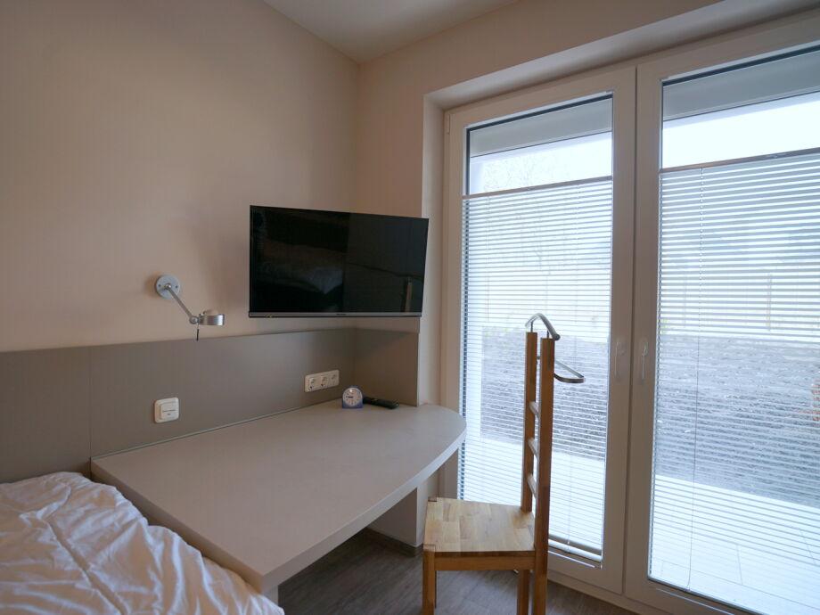 schlafzimmer mit schreibtisch raum und m beldesign inspiration. Black Bedroom Furniture Sets. Home Design Ideas