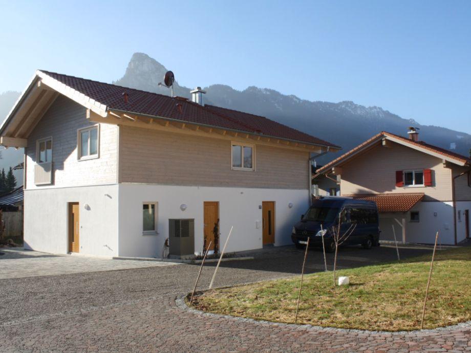 Haus von Nordosten, im Hintergrund der Kofel