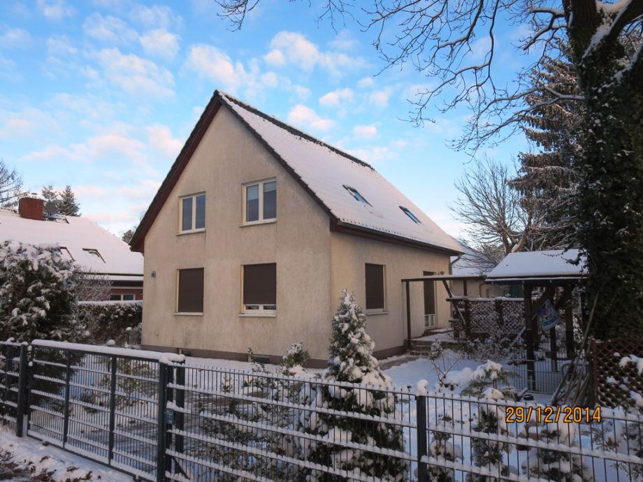 Ferienhaus in Berlins verschneitem Gürtel