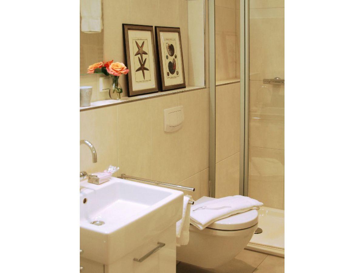 Badezimmer mit dusche ferienwohnung app seeadler ostsee for Badezimmer design app