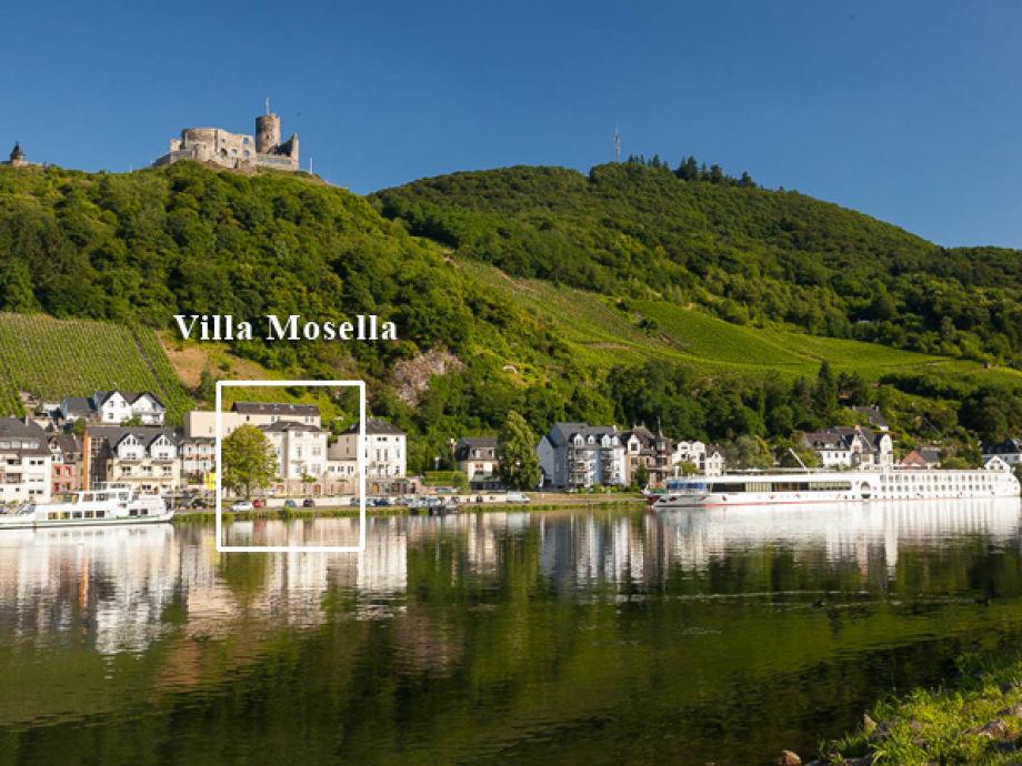 Mosel-Panorama mit Burg Landshut und Villa Mosella