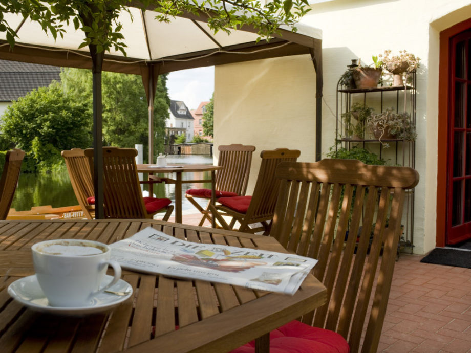 Café-Terrasse an der Havel