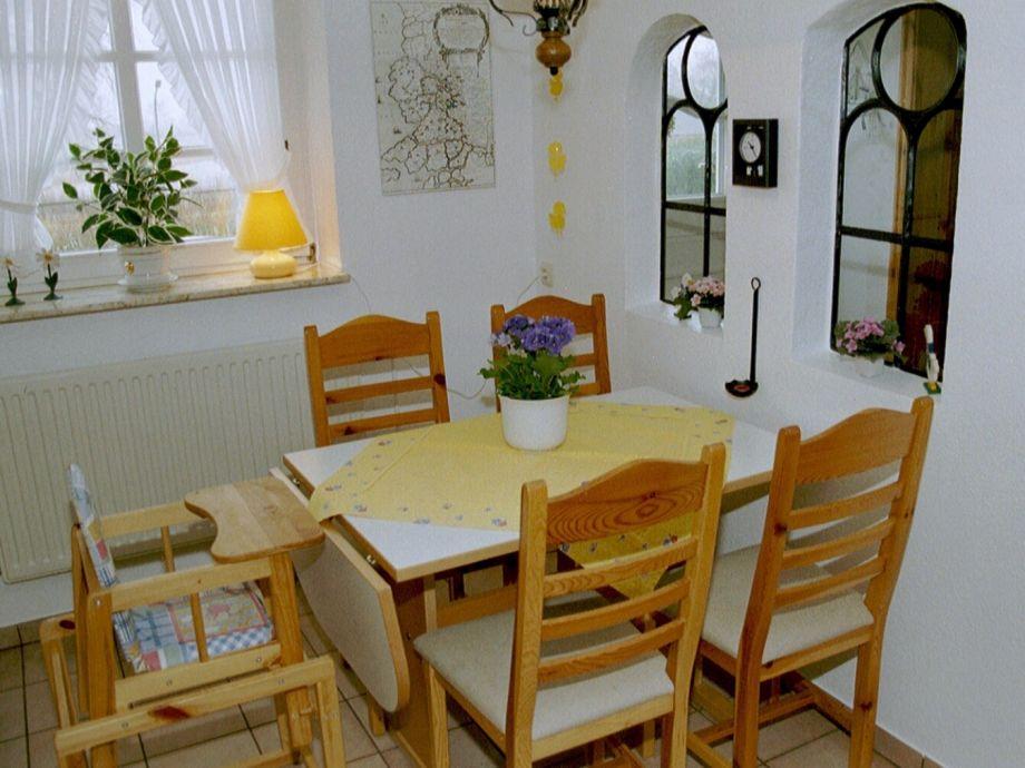 Der Esstisch In Der Küche.